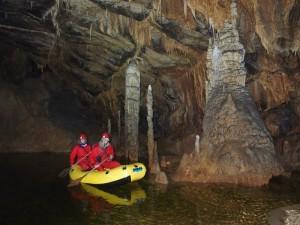 שיט במערת קריז'נה ימה שבקארסט בדרום סלובניה